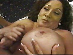 Amante metió su pene en la entrepierna de una milf pelirroja lesbianas jovenes con viejas