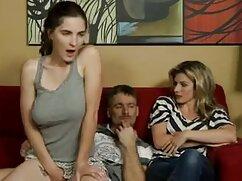 Mujer delante de la cámara parpadeando gran culo en bragas de colores lesbianas jovenes con maduras