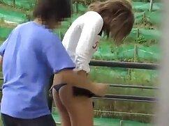 Enfermera con bata blanca en la videosmaduras lesbianas sala se folla con los dedos en la webcam