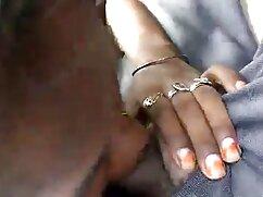 Mujer de cabello videos lesbicos de maduras castaño entretiene su agujero.