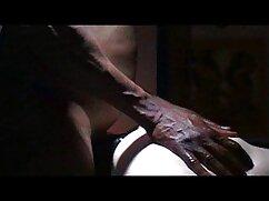 Chika maduras lesbianas porn filma striptease.