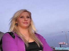 Una mujer gordas maduras lesbianas de uñas cortas se metió en la boca un gran barril de hahal