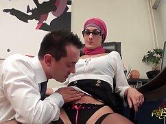 Una madurita con un gran busto se quita la bata roja lesbianas gordas maduras y se sienta sobre el pene del alumno