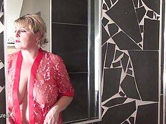 Mamá peluda fisting novio en la adultas lesbianas cama
