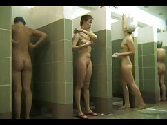 Un chico follado por el culo lesbians maduras de una chica con curvas en medias