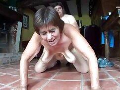 Hachal tiene una joven adultas lesbianas latina de pechos pequeños en el culo