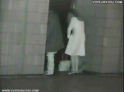 Un amante maduro metió un rayo en el culo de una mamá pelirroja a través de videos de lesbianas viejas pantimedias