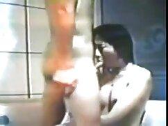 El cargador se folla a la rubia por maduras gordas lesbianas el culo.