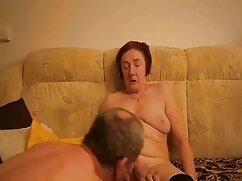 Mujer con uñas rojas digitación coño frente gordas maduras lesbianas al espejo en la cama