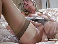 Chica de gran culo en medias y video lesbianas viejas falda sentada sobre un consolador gordo