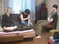Mamá gorda con grandes ordeños lesbianas maduras con dildos se masturba el coño con un vibrador rosa