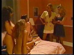 Mamá gorda en bikini ultrafino hace un striptease y retuerce un culo enorme lesvianas maduras y jovencitas