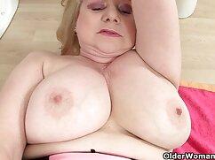 Jugosa xvideoslesbianasmaduras mamá se sienta en el dormitorio anal en un gran consolador