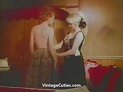 Lesbiana pelirroja le dio a lesvians maduras su amiga un fisting anal después del beso negro