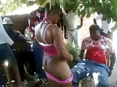 Estudiante follando por el culo maduraslesvianas a una joven morena con medias negras