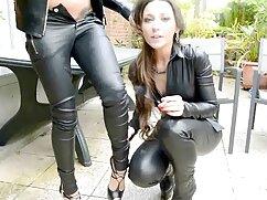 Follada a una chica con una coleta peliculas lesbianas maduras entre las tetas.