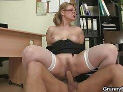 Chica culona se lesbianas maduras peludas folla a sí misma con consoladores enormes en anal