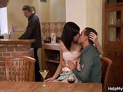 Cliente videos pornos lesbicos maduras flaco le da a masajista cunnilingus en posición 69 sobre la mesa