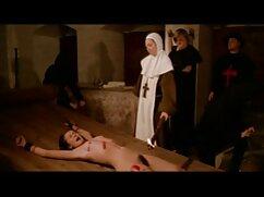 Rubia sienta el coño en la cara de una lesbiana y hace su cunnilingus en lesvianas jovencitas con maduras una pose 69