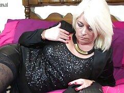 Sasha Sparrow es follada por el culo jovencitas y maduras lesbianas por primera vez.