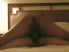 Mamá gorda se masturba en la cama con los videos de lesbianas maduras peludas ojos cerrados de placer