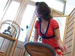 El ladrón se folla a la víctima vestida. videosmaduras lesbianas