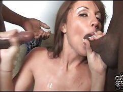 Mamada en el baño. videos de lesbianas muy maduras