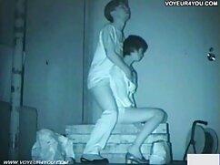 Joven enfermera con un culo exuberante lesbianas maduras besándose le da una mamada a la polla del paciente